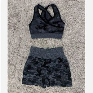 2Pc Black Camo Seamless Shorts Set (Shorts + Bra)